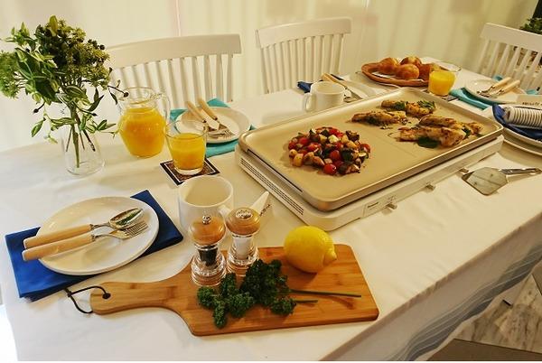 ホットプレートの食卓