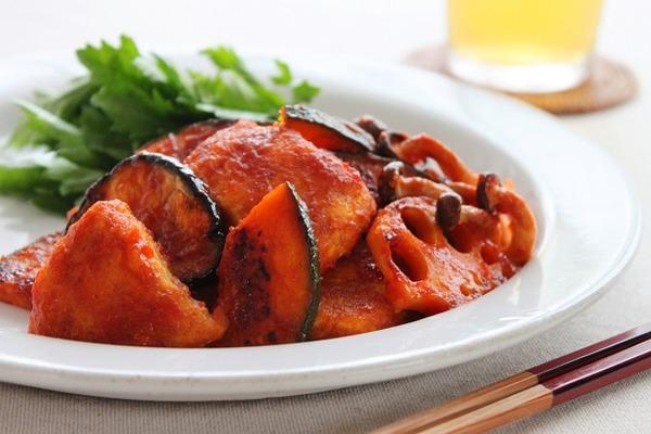 ブログ鶏むね肉と秋野菜のケチャップカレー風味(ヨリ)