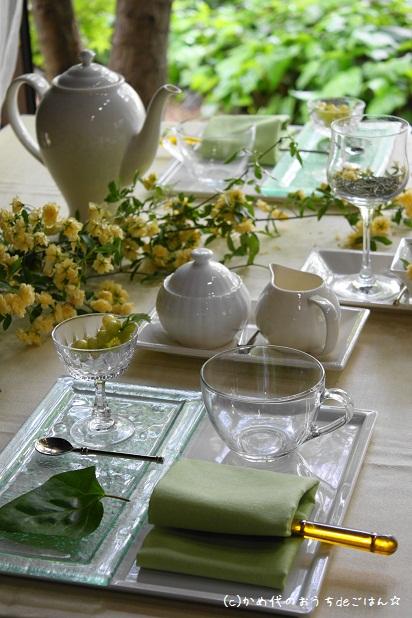 モッコウバラのティーテーブル