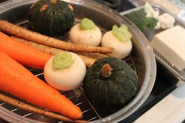 蒸し野菜と豆腐の水切り