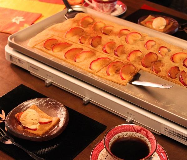 ホットプレートでこんがりりんごの焼きケーキ