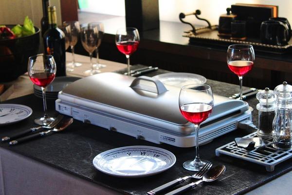 ホットプレートのある食卓