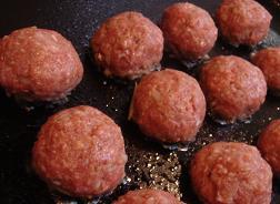 ホットプレートで煮込みハンバーグ