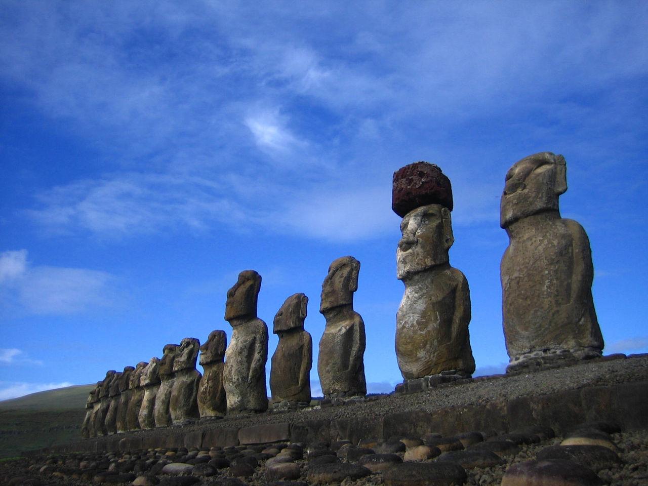 神々からのメッセージ   イースター島に立つモアイ像からのメッセージ:この島の住民の苦悩と自滅に注目せよ。コメント                        Rinokia