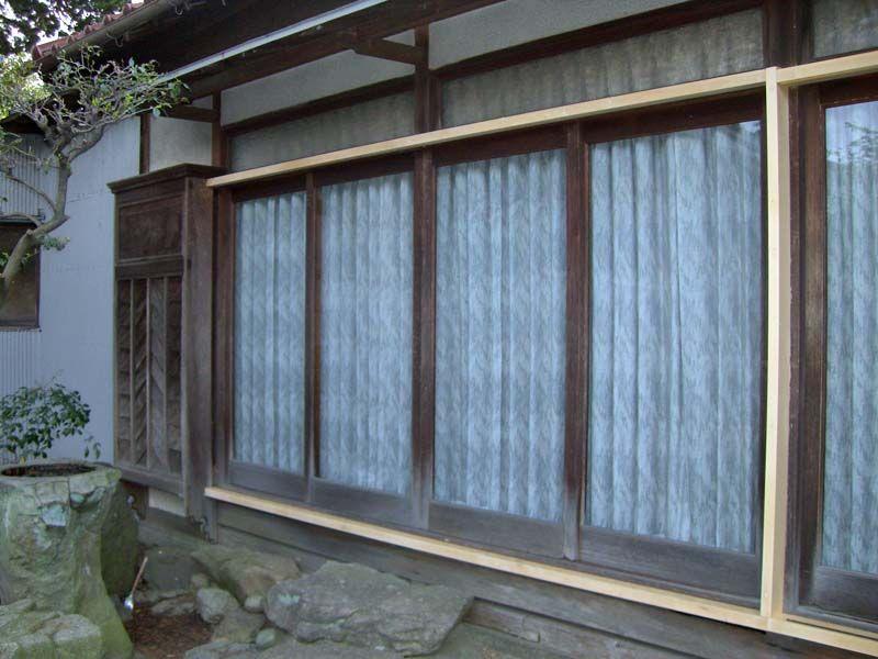 神谷工務店のブログ : 雨戸戸袋取替え