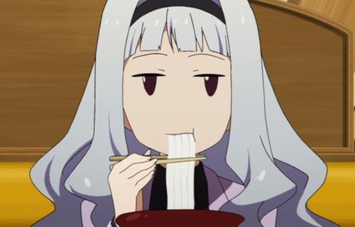 デヴィ夫人「食べる時に音を出す日本人の食べ方は最低。野蛮で教養のない田舎っぺ」