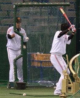 【巨人】練習中に坂本の打球が原監督に当たる