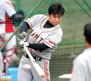 高橋由伸、11年に骨折した草薙で5番スタメン復帰