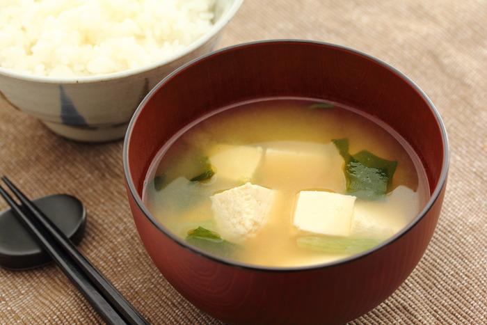 豆腐、葱、油揚げの味噌汁www