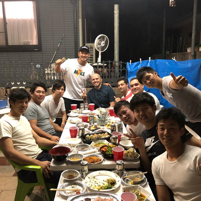 中田翔さん、実家の庭で飲み会を開催する