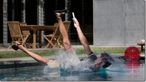news iPhone 7 水にダイブ