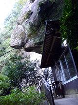 奇絶峡(岩の下のお堂)