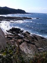 椿温泉街を過ぎたあたりの海岸
