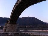錦帯橋の向こうにお城