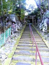 白石神社に続く階段