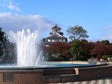 豊公園の噴水と長浜城