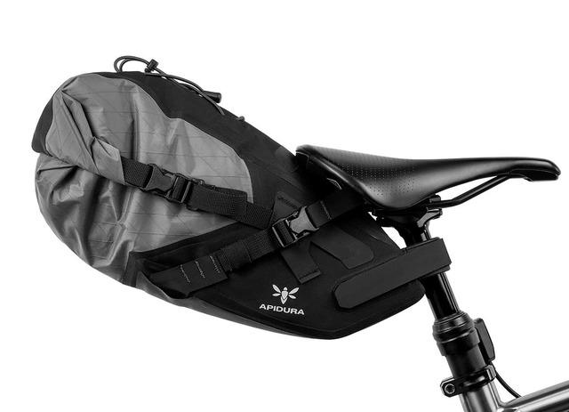 apidura-backcountry-saddle-pack-6l-on-bike-1