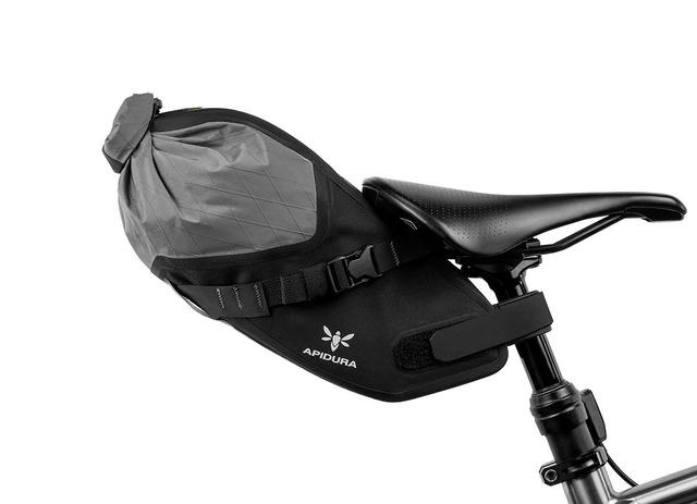 apidura-backcountry-saddle-pack-4.5l-on-bike-1