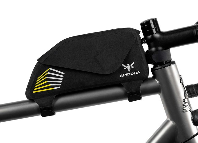 apidura-racing-top-tube-pack-1l-on-bike-1