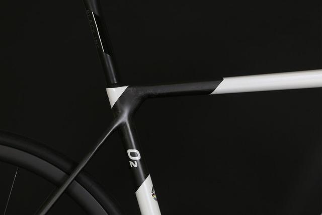Factor-O2-Pearl-White-Detail-3