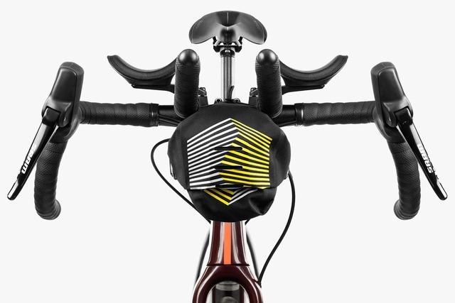 apidura-racing-aerobar-pack-2.5l-on-bike-1