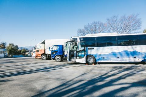 20180801駐車するバストラック