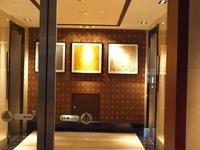 エレベーターホールにも絵が