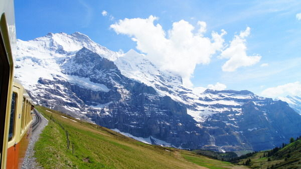 「実はスイスに大量の資産が…?」日本の富裕層が相次ぎ修正申告