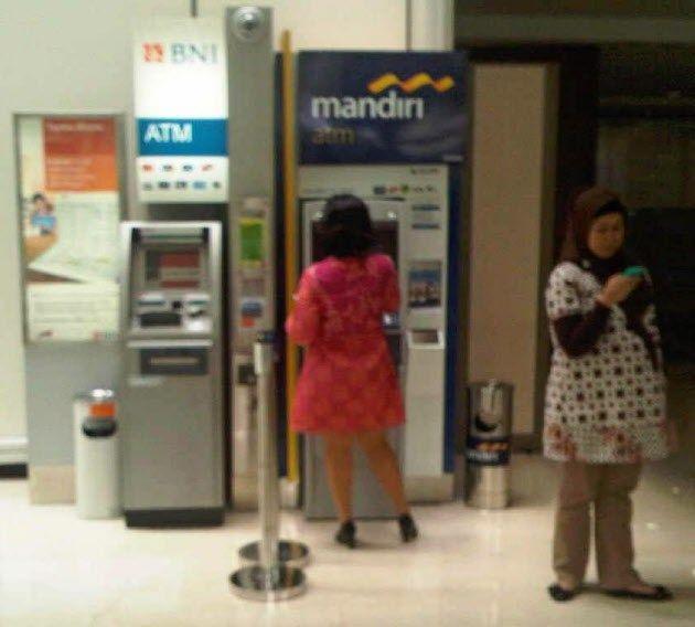 インドネシアのマンディリ銀行ってとこに預金すると金利が7%超らしいぞ。おまいら急げ!