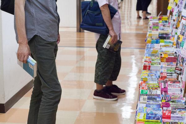 【嘘だろ…】ネット書店のせいで本屋が激減!2000年 2万1,654店→現在の店舗数がヤバい