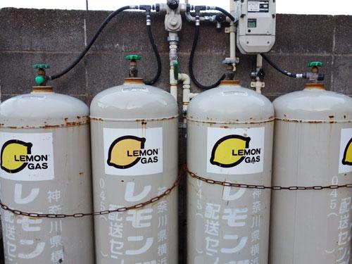 【悲報】原油安なのにプロパンガスは5割も値上げ←全国2400万世帯から不満続出