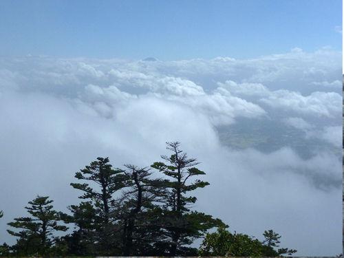 編晴れ間の富士山