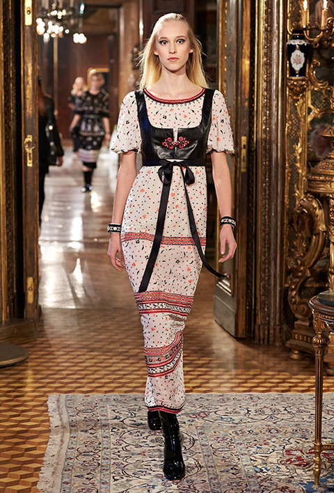 CHANEL_2015_Metiers_d_Art_Paris_Salzburg_collection_71