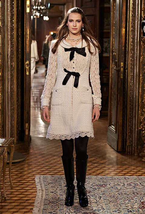 CHANEL_2015_Metiers_d_Art_Paris_Salzburg_collection_29