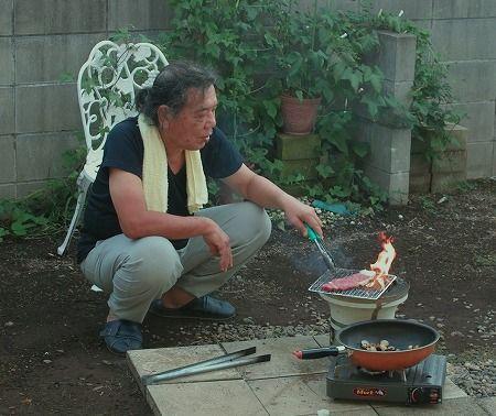 庭でステーキ