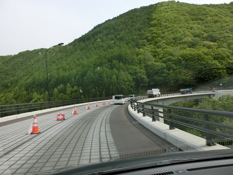中山峠の新しい橋を渡り初めして来ました!