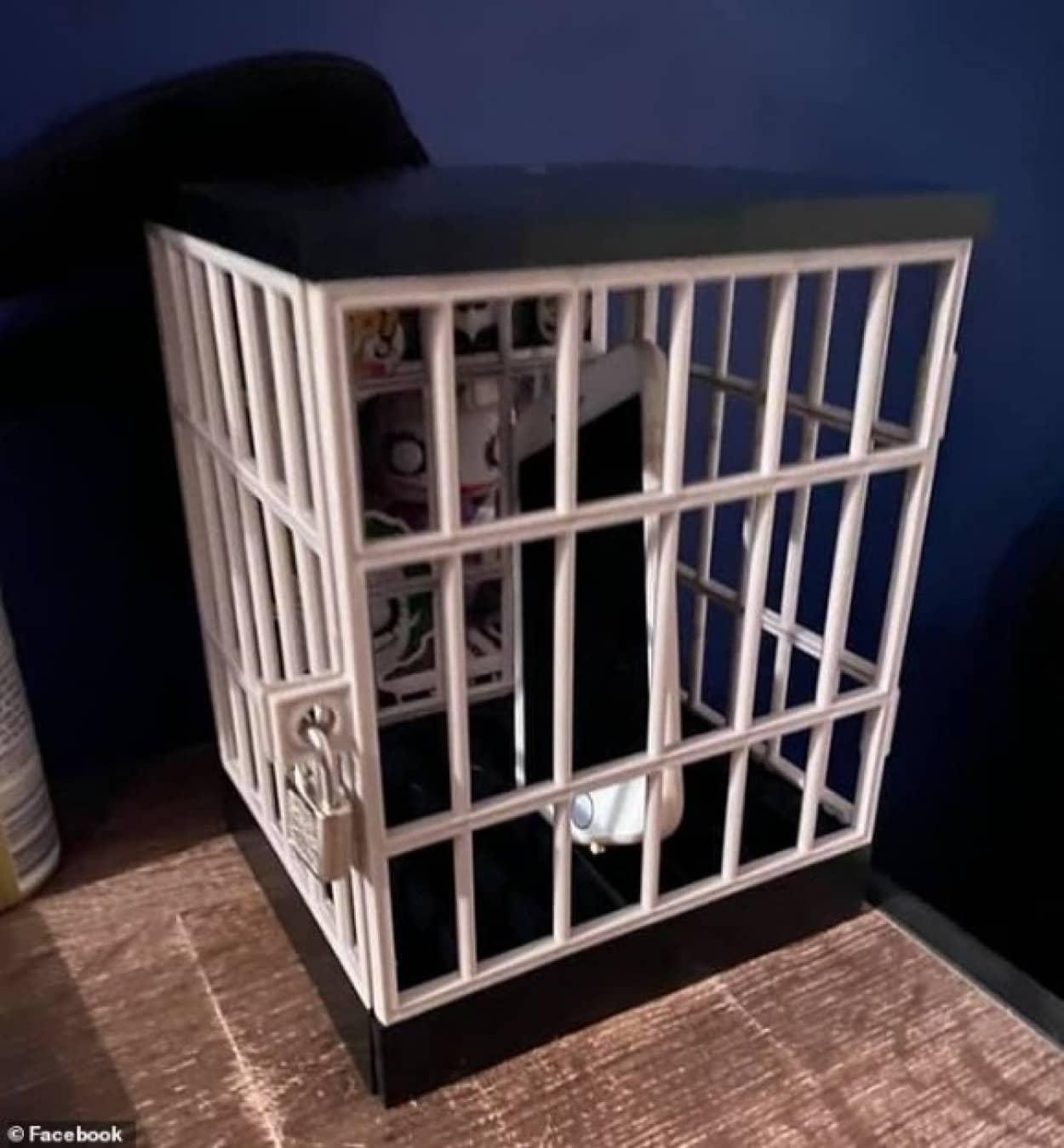 スマホやコントローラーはこの牢屋にロック