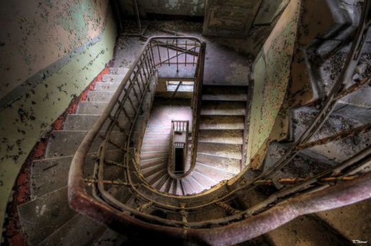 urban_decay_photography_45