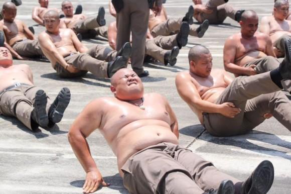 太ったら減量ブートキャンプに強制送還。タイ警察の肥満対策