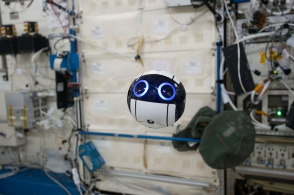 日本のkawaiiがまたひとつ・・・きぼう船内ドローン「Int-Ball」が超絶キュートすぎると海外で話題に