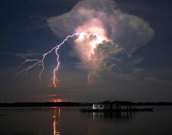 大きな雲と雷