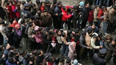 crowded_train_stations_in_china_12