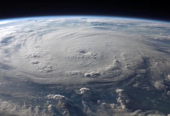 嵐が海底に地震を引き起こす「ストームクエイク」の存在が確認される(米研究)