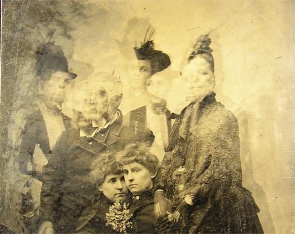 やっぱ昔の写真って怖いわ。ホラーな予感しかしない撮り損じたアナログ時代の古写真