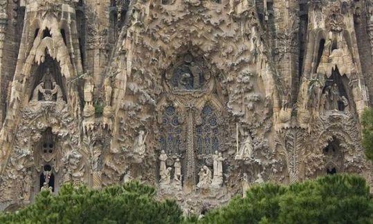 temple_expiatori_de_la_sagrada_familia_in_barcelona_12