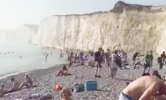 助けて!目が焼ける!!イギリスの海岸上空を覆う謎の塩素雲で被害者続出