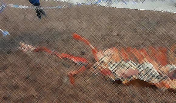 ネッシーなのか?ネス湖に打ち上げられていた首の長い内臓入り白骨。周辺には警察のテープが巻かれていた。(閲覧注意)