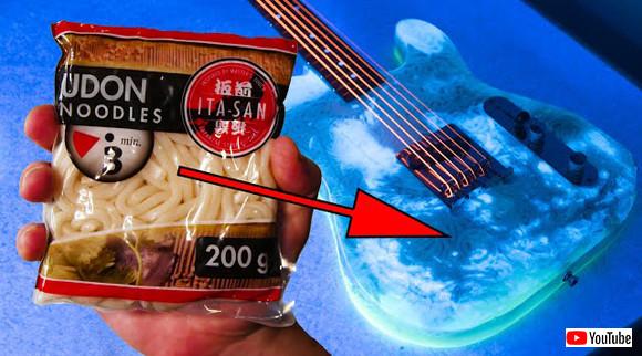 うどん県の人々よ。ドイツではうどんでギター作ってるよ!