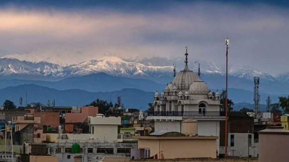 都市封鎖で空気がきれいに。30年ぶりに蘇ったヒマラヤ山脈の絶景に市民感激(インド)