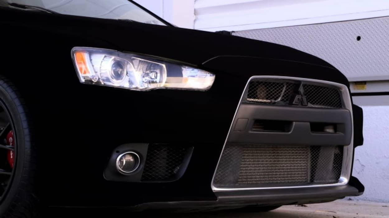 超黒塗料「黒色無双」で黒い車を更に黒く